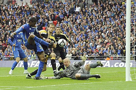 Kanu scoring Pompey's Goal in the 2008 FA Cup Final. Kanu hailed his match-winning performance in the FA Cup final as the finest in his illustrious career after scoring the 37th-minute goal that took the trophy back to Portsmouth for the first time in 69 years.
